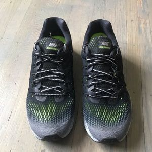 Nike Womens Air Zoom Pegasus 33 Shield, Size 9